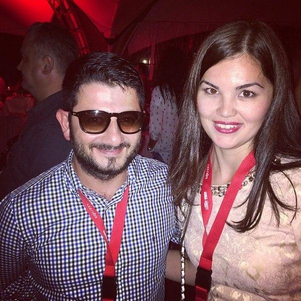 азамат мусагалиев с женой викторией фото