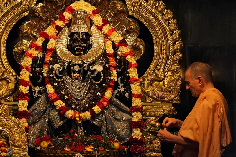 Очень красивая и необычная Шри Нрисимха Пранама